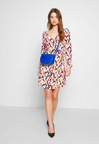 Glamorous - OFF SHOULDER WRAP DRESS - Kjole - brush - 1
