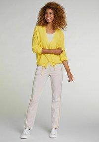 Oui - MIT TUNNELZUG - Cardigan - primrose yellow - 1