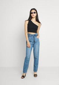 American Eagle - HIGHEST RISE MOM - Jeans baggy - blue heaven - 1