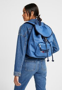 Tommy Jeans - HERITAGE BACKPACK - Rucksack - blue - 5