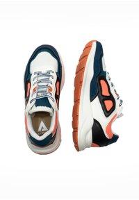 ASFVLT - CONCRETE - SNEAKER LOW - Sneakers basse - wht/aq/blk - 1