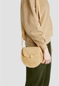 PULL&BEAR - Skuldertasker - light brown - 1