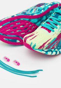 ASICS - NOOSA TRI 13 - Tekmovalni tekaški čevlji - illuminate yellow/sea glass - 5