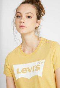Levi's® - THE PERFECT TEE - Printtipaita - ochre - 4