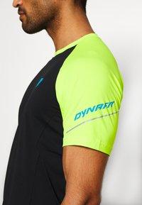Dynafit - ALPINE PRO TEE - Print T-shirt - black - 4