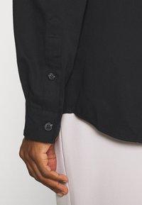 Selected Homme - SLHLOOSETIVAN  - Kostymskjorta - black - 4