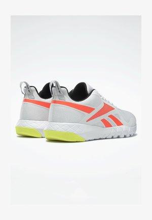 FLEXAGON FORCE 3.0 MEMORYTECH - Neutral running shoes - white