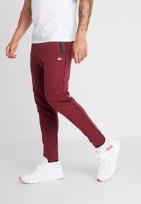 Ellesse - MARTINETTI - Pantalones deportivos - burgundy - 0
