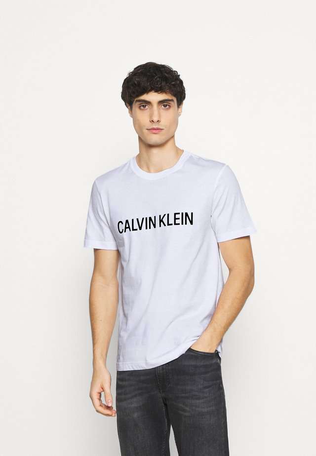 LOGO BOX - Camiseta estampada - white