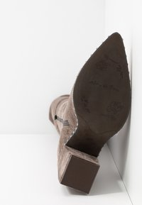 Alma en Pena - High heeled boots - taupe - 6