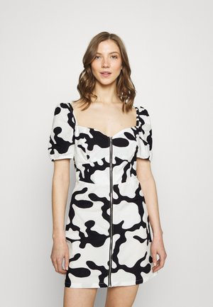 KYOTO DRESS - Denní šaty - pecan/multicoloured