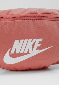 Nike Sportswear - NIKE HERITAGE - Bæltetasker - canyon pink/canyon pink/pale ivory - 2