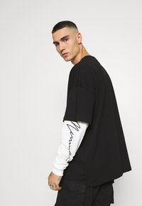 Mennace - LAYERED TEE - Longsleeve - black - 3