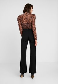Levete Room - HELENA - Broek - black - 2