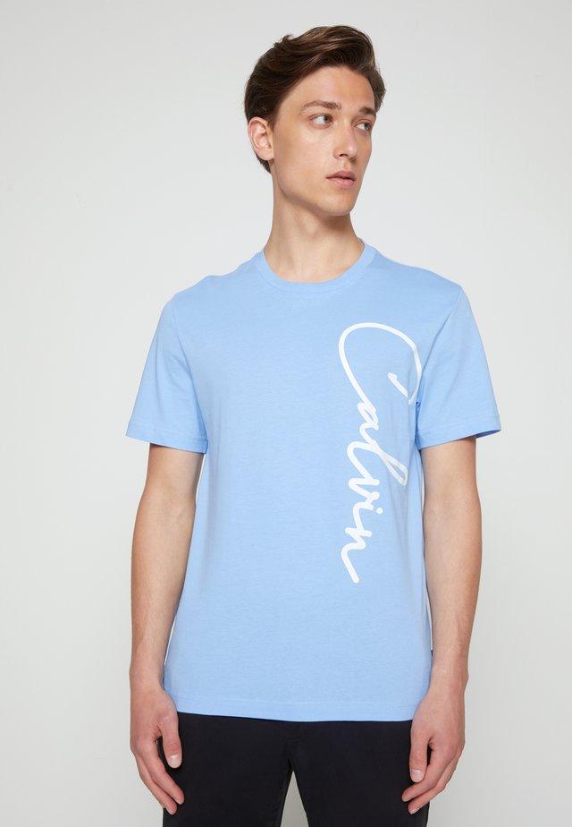 SUMMER SCRIPT LOGO - Print T-shirt - blue