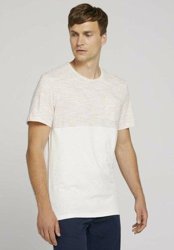 MIT BRUSTTASCHE - Print T-shirt - off white