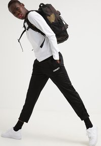 Carhartt WIP - KICKFLIP BACKPACK - Reppu - camo laurel - 1