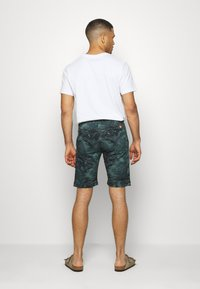 s.Oliver - Shorts - metal green - 2
