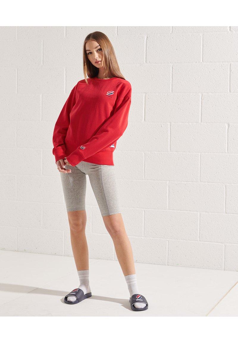 Superdry - SPORTSTYLE ESSENTIAL - Sweatshirt - risk red