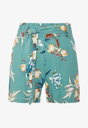 ONLLORA - Shorts - chinois green/sheltering bombo