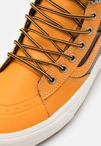 Vans - SK8 MTE 2.0 DX UNISEX - High-top trainers - apricot/black - 5