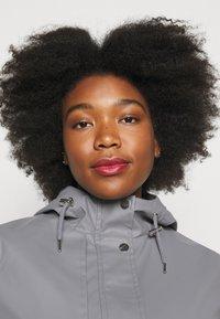 Dorothy Perkins Curve - CURVE SHORT RAINCOAT - Impermeable - light grey - 3
