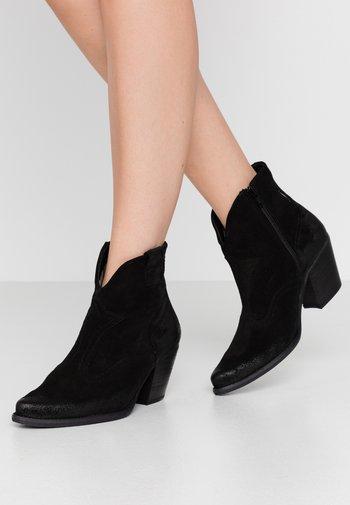 LAREDO - Cowboy/biker ankle boot - black