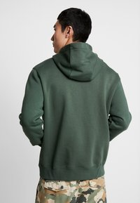 Nike Sportswear - CLUB HOODIE - Felpa con cappuccio - galactic jade/white - 2