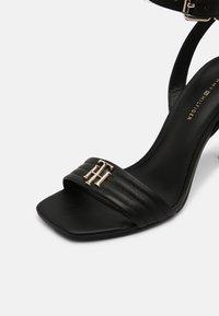Tommy Hilfiger - TOMMY PADDED HIGH HEELED SANDALS - Sandály na vysokém podpatku - black - 7