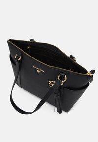MICHAEL Michael Kors - SULLIVAN  - Shopping bags - black - 3