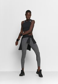 Nike Performance - Leggings - black/heather/white - 1