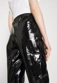 Karl Kani - SIGNATURE GLOSSY PANTS - Pantalon classique - black - 3