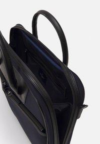 Hackett London - GATES SINGLE DOC - Across body bag - navy/black - 2