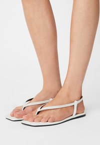 Rubi Shoes by Cotton On - EVERYDAY MADDIE - Japonki - white - 0