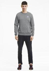 Puma - CLASSICS - Sweatshirt - medium gray heather - 1
