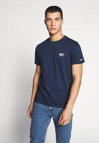 Tommy Jeans - CHEST LOGO TEE - Camiseta estampada - black iris - 0