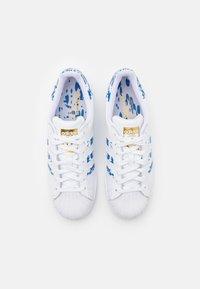 adidas Originals - SUPERSTAR UNISEX - Tenisky - footwear white/blue/gold metallic - 3