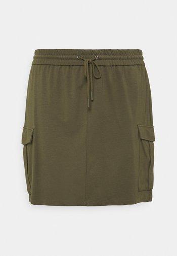 VMEVA SHORT CARGO SKIRT - Mini skirt - ivy green