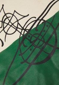 Vivienne Westwood - WORKER RUNNER HOLDALL - Tote bag - green/beige - 6