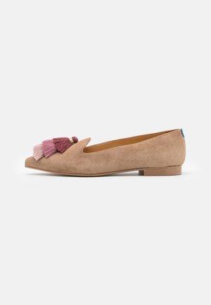 ISIDORE - Nazouvací boty - sand
