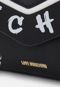 Love Moschino - GRAFFITI - Handbag - fantasy color - 6