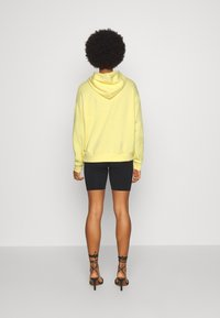 Even&Odd - BASIC OVERSIZED HOODIE WITH POCKET - Jersey con capucha - light yellow - 2