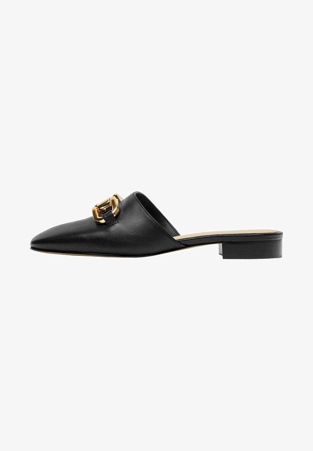 MIT VERZIERUNG - Pantofle - black