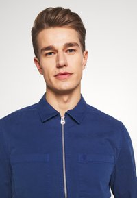 Marc O'Polo - LONG SLEEVE TWO PATCHED CHEST AND SIDE SEAM POCKETS - Veste légère - estate blue - 3