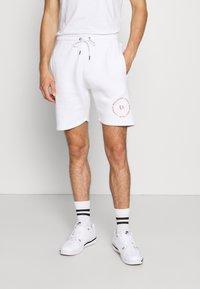 Common Kollectiv - PREVAIL SHORT UNISEX - Shorts - white - 0