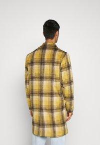 Mennace - MIX BOLD YELLOW CHECK  - Classic coat - yellow - 2