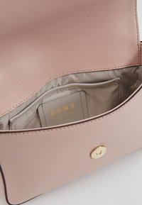 DKNY - BRYANT FLAP CBODY SUTTON - Across body bag - cashmere - 4