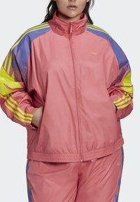 adidas Originals - FAKTEN ORIGINALS JACKE – GROSSE GRÖSSEN - Training jacket - pink - 3
