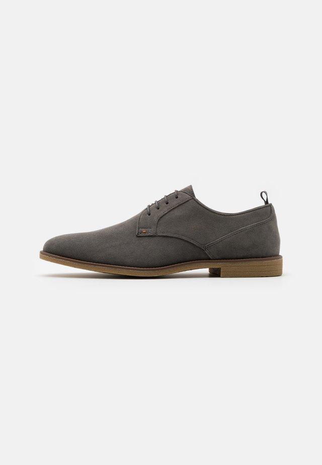 COBURN - Volnočasové šněrovací boty - grey