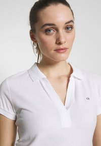 Calvin Klein - ESSENTIAL - Polo shirt - calvin white - 4